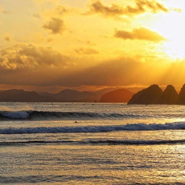 Paddle out and one last wave before sunset! I sawhellip