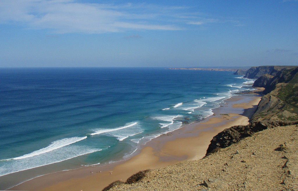 surfing portugal algarve @thefreesurfer.com