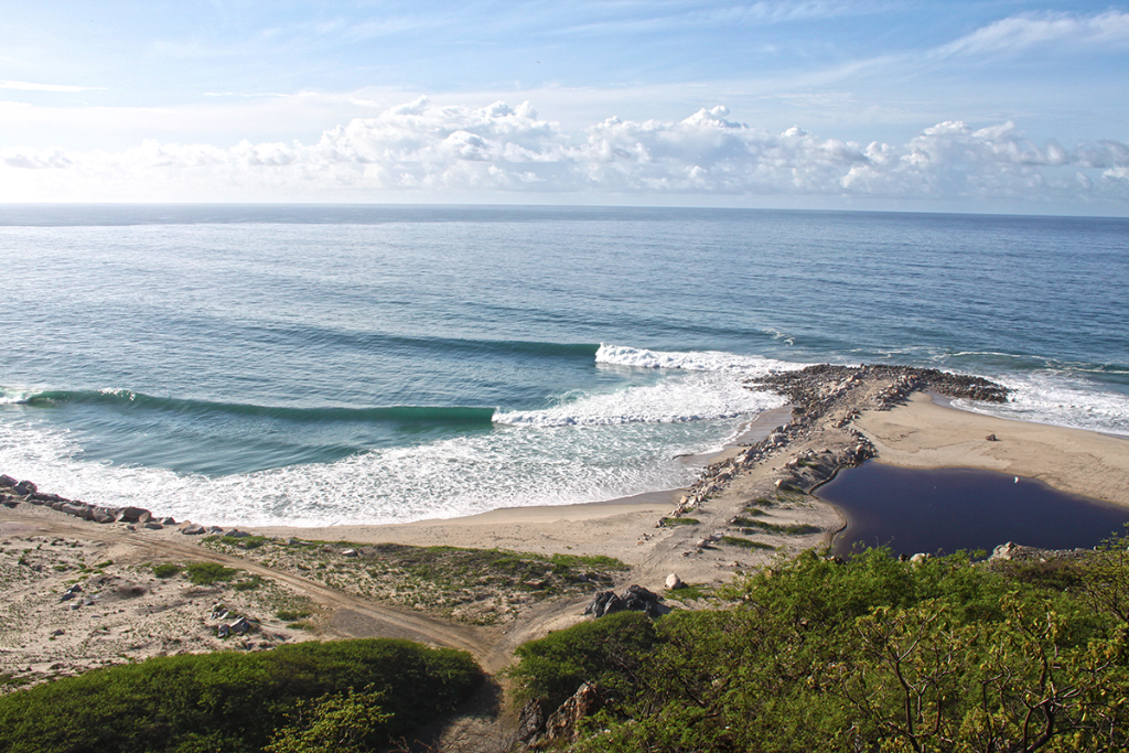 But this stretch of coastline is so long and blessed with bays, inlets and high quality points. All you have to do is, talk to the locals and find out about other places close by. Not as famous as Barra, but maybe just as good… thefreesurfer.com