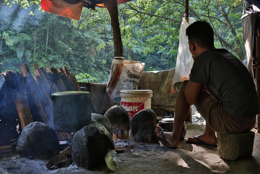 Bukit Lawang jungle trek thefreesurfer.com dinner