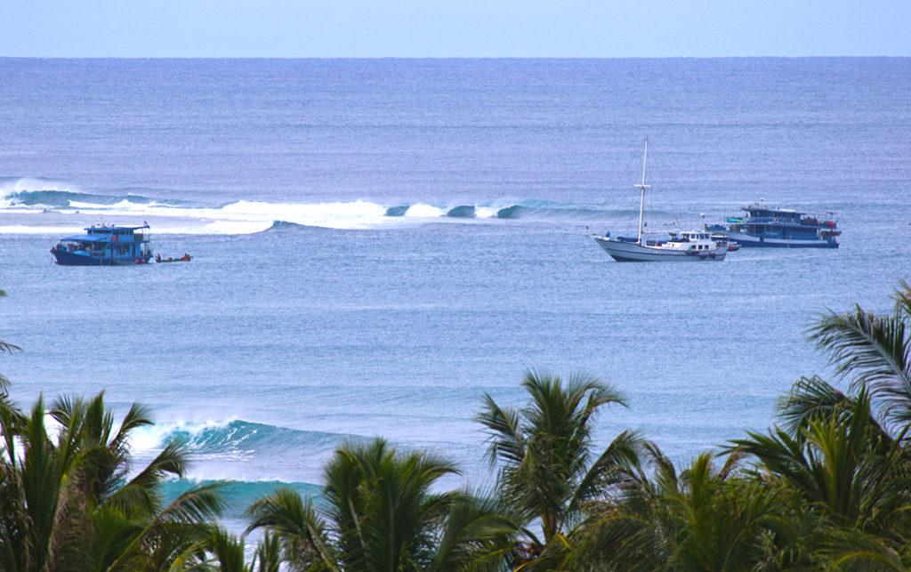 mentawai boat charter lances left budget surftrip thefreesurfer.com