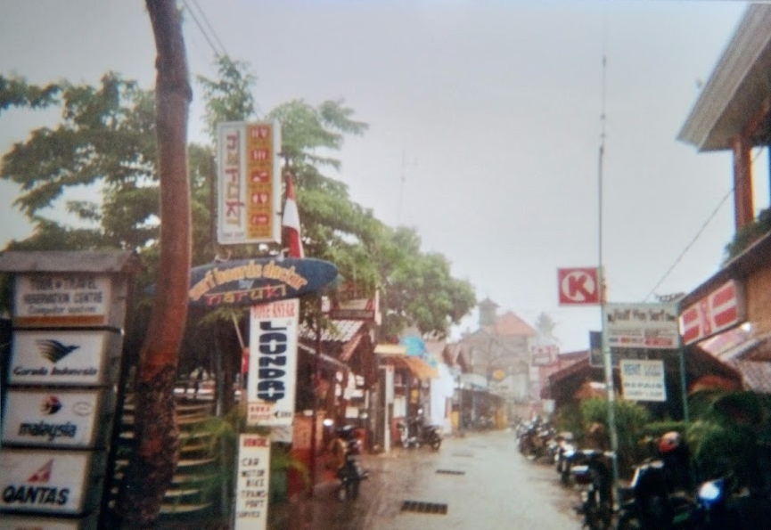 Benesari , Bali 2005 ©thefreesurfer.com